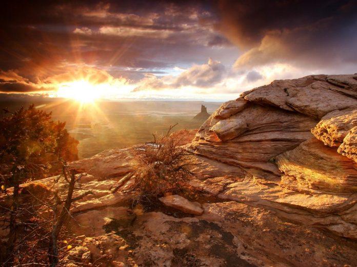 a photo of desert with sun shine